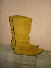 Продаются сапоги натуральная замша цвет жёлтый